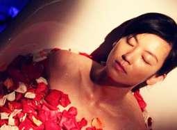 《夺命心跳》片段林熙蕾浴缸遐想 血红玫瑰惊魂夜