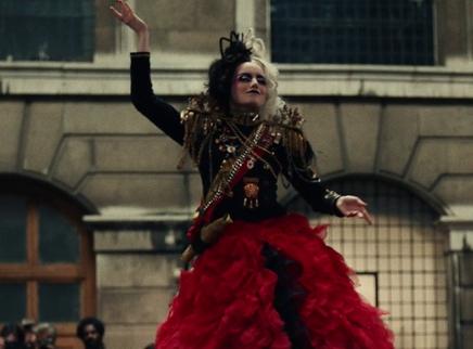"""《库伊拉》全新预告 """"邪恶的时尚女王""""艾玛·斯通华丽登场"""