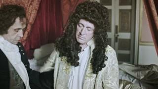 路易十四竟然喜欢暴露私生活,只要付钱就能观看他吃饭洗澡睡觉