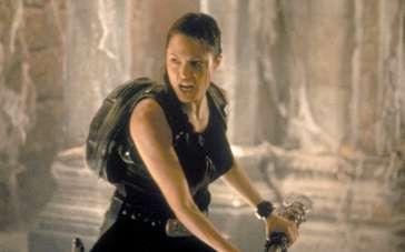《古墓丽影》预告 安吉丽娜·朱莉变身最性感打女