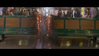 恶人竟将轮船破坏成两半 彼得在拼命吐丝修船