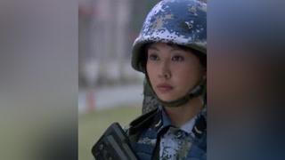 女兵抗住兽营残酷训练,赢得男兵尊重 #火蓝刀锋  #杨志刚