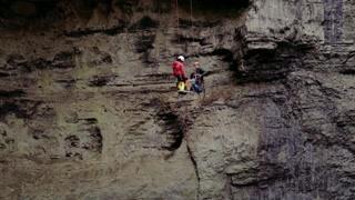 探秘世界最美地洞河天坑