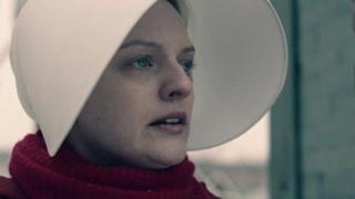 《使女的故事2》珍妮对琼说自己想要见宝宝  琼表示那是不可能的事情