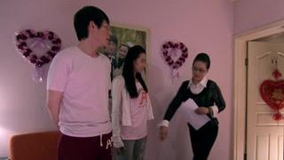 《幸福生活在招手》潘虹为何逼迫女儿穿防化服?