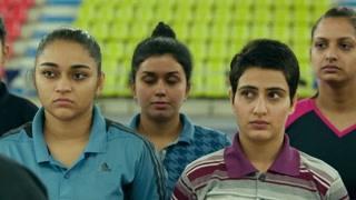 吉塔进入了印度国家体育学院  这教练看着咋不靠谱