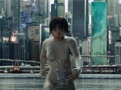 《攻壳机动队》中文预告 斯嘉丽-约翰逊性感出镜
