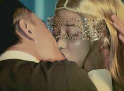 《东成西就2011》片段 陈奕迅、莫文蔚相拥热吻