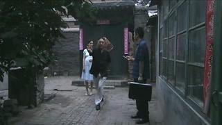 《疯狂的背后》二宝带吕东等人来新家 黄小丽还不清楚情况呢