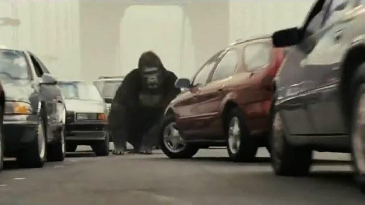 猩球崛起 片段1:金门大桥之战 (中文字幕)