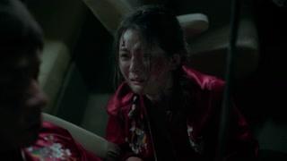 珊珊也哭着安慰小勇