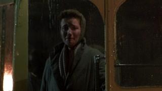 史蒂文斯含泪送肯特上巴士 相爱的人最终还是无法走到一起