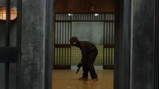 团伙抢劫银行被警察包围  却发现了神秘的通道