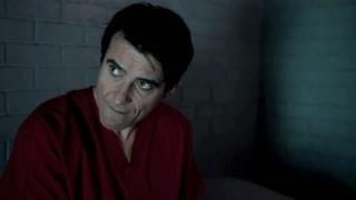 《穿越时间线》露西去监狱见了弗林  成功从他那得知了重要信息