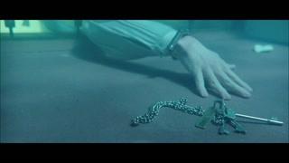 钥匙意外掉入水中 杰克捡起后尝试开锁