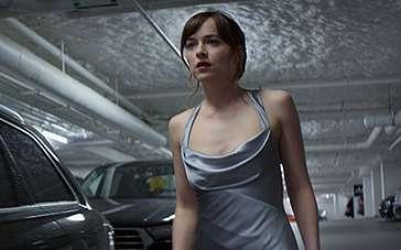 《五十度黑》奥地利电视预告 安娜挑选华美礼服