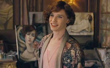 《丹麦女孩》中文片段 埃迪扮女难回神妻子绝望