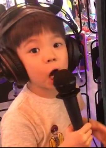 """嗯哼""""白素贞""""从妈超唱到练歌房,杜江当陪练,是出道的节奏!"""