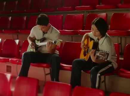 《盛夏未来》宣传曲MV 张子枫、吴磊重唱五月天