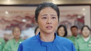 《希望的大地》田巧妹在电视上看到穿军装的军军  激动的哭了