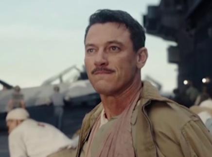 《决战中途岛》首映 艾默里奇还原经典战役