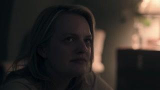 《使女的故事2》瑟琳娜回到家中  她告诉琼孩子状况越来越不好