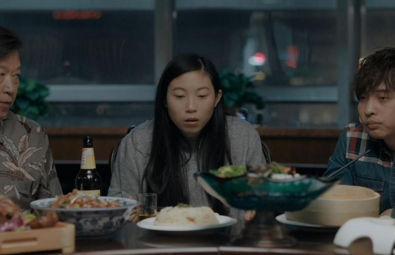 电影《别告诉她》聚餐片段