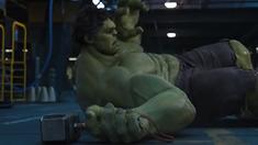 复仇者联盟 片段 之雷神vs绿巨人