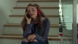 薇亚的好友米兰达发现自己离不开她 想通过奥吉与薇亚和好