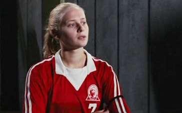 《足球女将》中文预告片 少女球技过人献致胜绝杀
