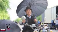 二龙湖浩哥白天骑车打伞