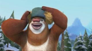 熊大戴光头强绿帽子  感觉要上天