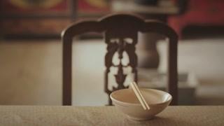 《新世界》两个人吃饭三个人的碗?徐天心里的姑娘换人了