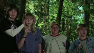 准备拿雷管炸房子  这群小孩却被意外带进森林