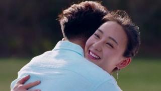 玉波一本正经讲情话撩翻浩宁!两人湖边浪漫表白深情相拥!