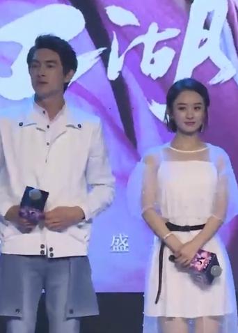 微电影《忘忧镇》首映礼 赵丽颖林更新出场配一脸