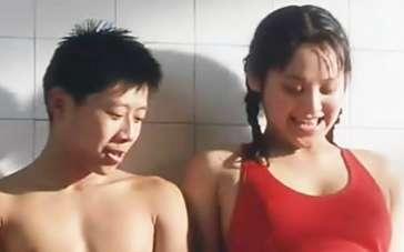《阳光灿烂的日子》片段 宁静红色泳衣性感湿身