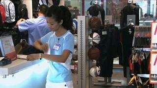 《疯狂的背后》警察发现王艳红的工作地点 是真没带钱吗