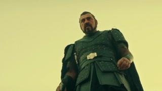中世纪的欧洲充满了暴力 众多游戏改编电影中比较成功的一部