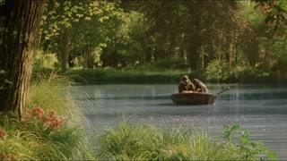 霍比特人小溪钓鱼 一片平静下暗藏玄机