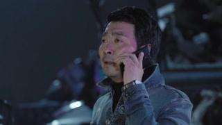 男子被警察叔叔抓获,竟霸气打电话给人家局长?