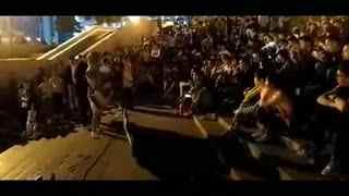 流浪歌手演唱视频 街头流浪歌手路边演唱《海阔天空》
