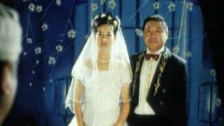 范伟拍结婚照  还要垫一个这个东西!