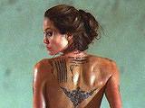 《通缉令》 安吉丽娜朱莉赤裸秀纹身