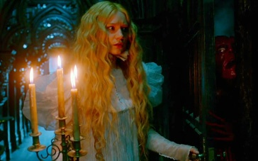 《猩红山峰》精彩片花 米娅夜晚探索古堡邪魔现身