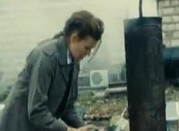《飓风营救2》曝中文片段 屋顶追逐戏惊心动魄