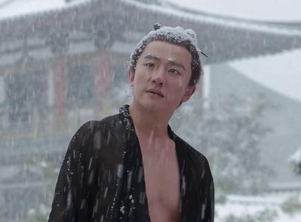 """《妖猫传》角色 黄轩被""""虐""""雪天光膀站成雪人"""