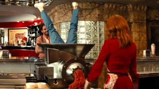 美女教你做人肉汉堡