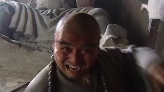 洒家我还怕你四大天王?鲁智深喝醉后徒手搬到寺庙门口石像!