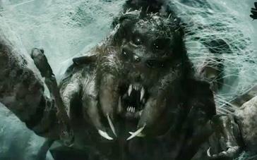 《霍比特人2》魔戒片段 比尔博戴戒隐身击退蜘蛛